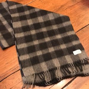 Black and grey 100% Cashmere neck scarf.